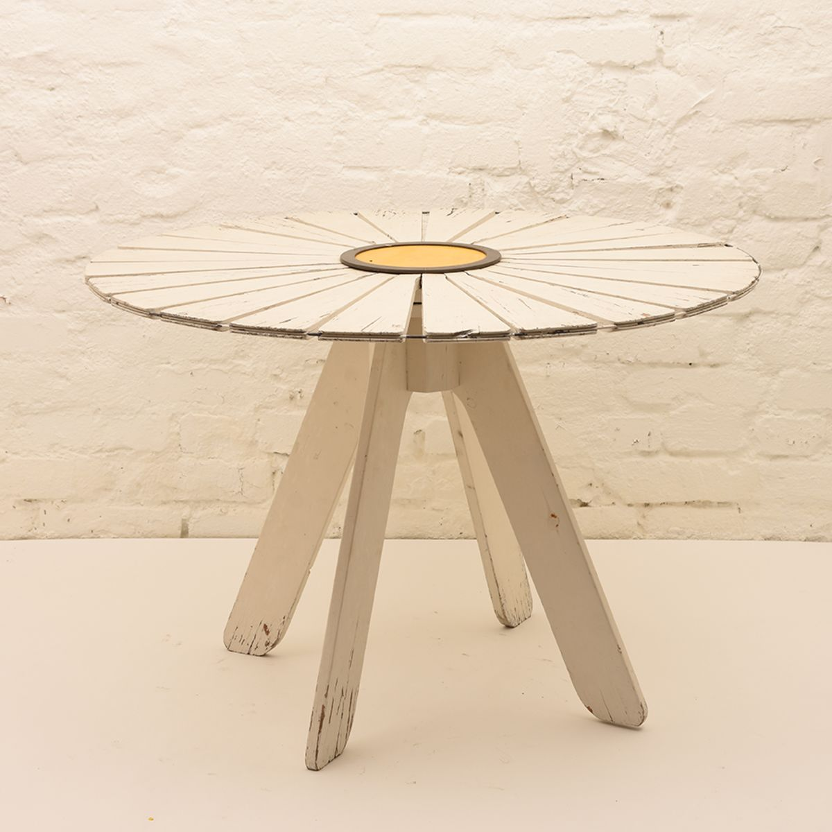 Alvar-Aalto_Sunflower-Garden-Table