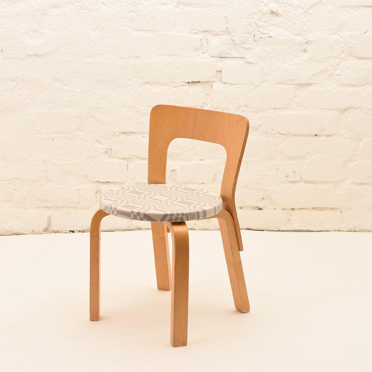 Alvar-Aalto-Johanna-Gullichsen_Kid-65-Chair