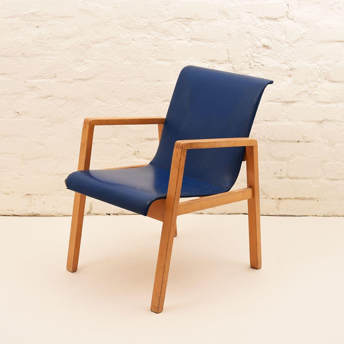 Alvar-Aalto_Hallway-Chair
