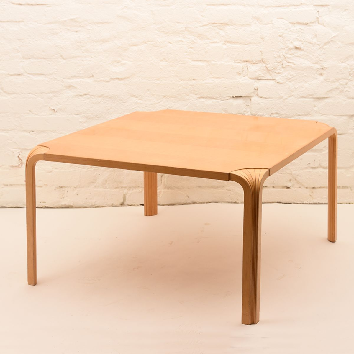 Alvar-Aalto_Low-Table