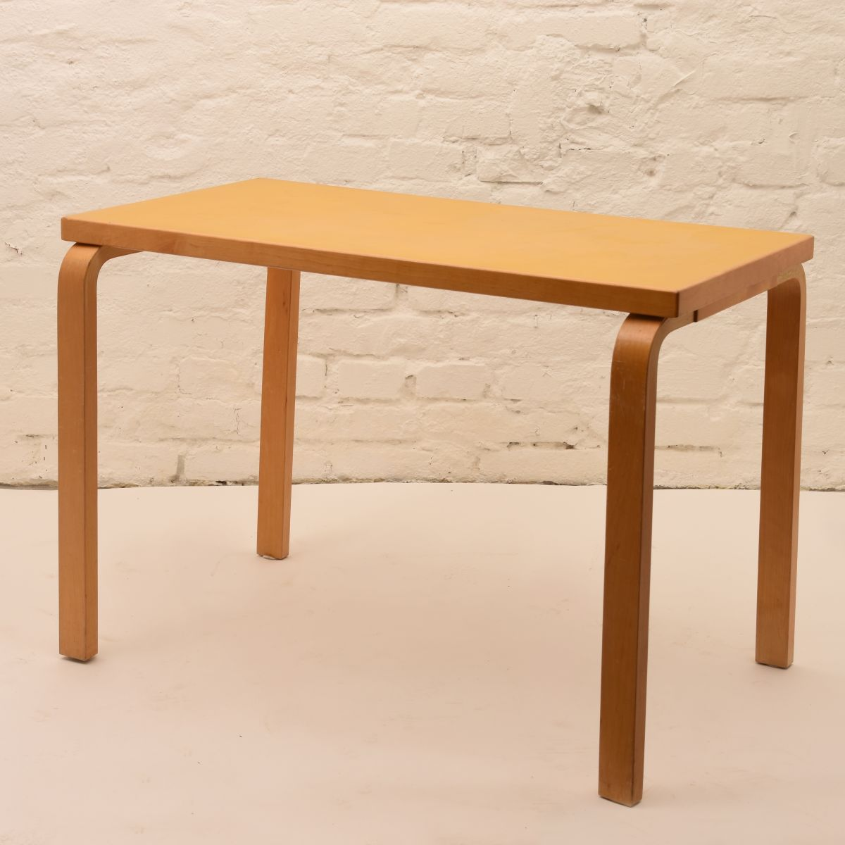 Alvar-Aalto_Yellow-Table