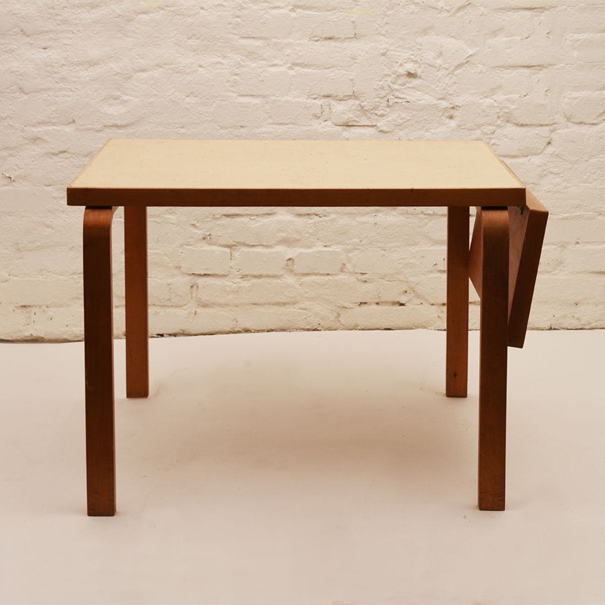 Alvar-Aalto_White-Table