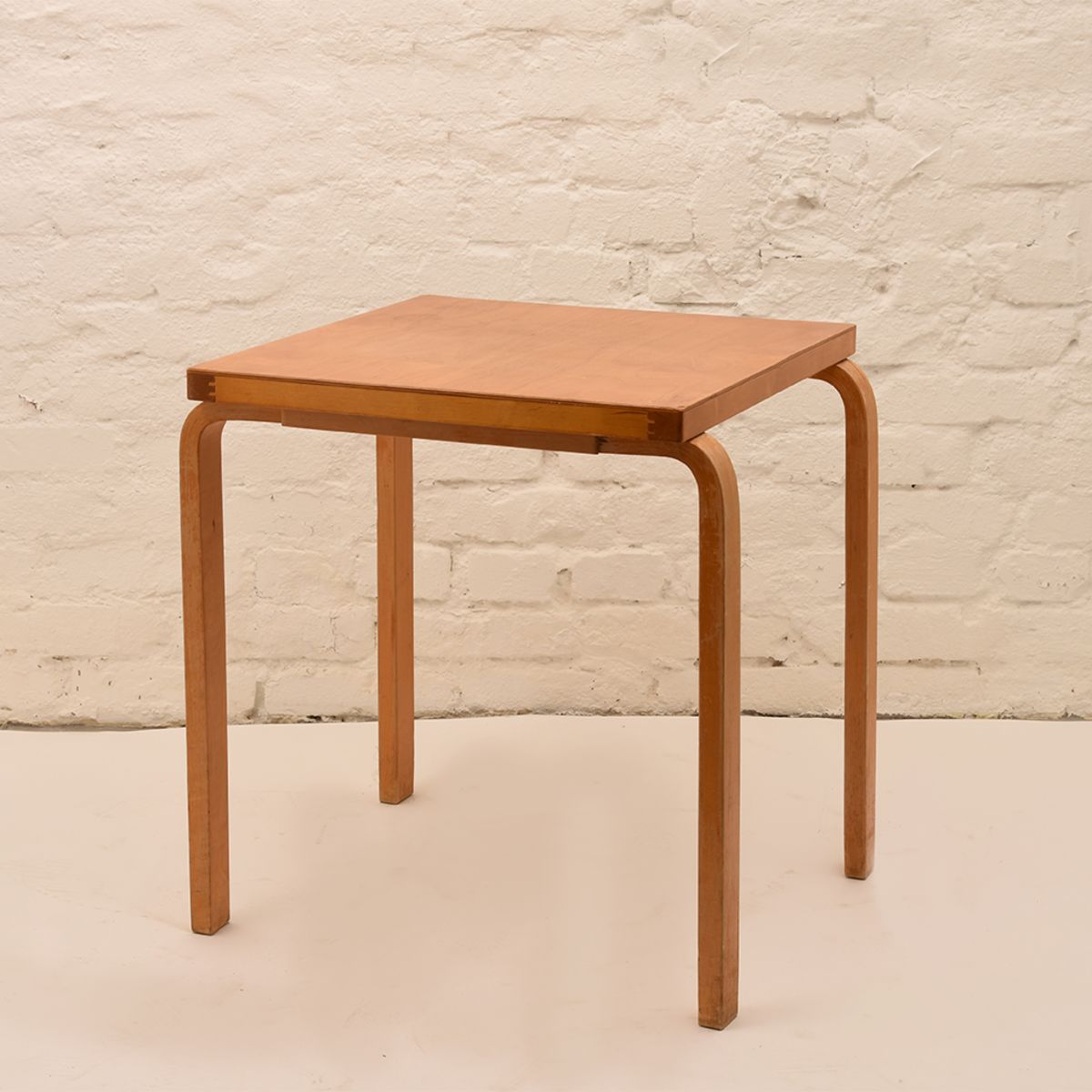 Alvar-Aalto_Square-Table