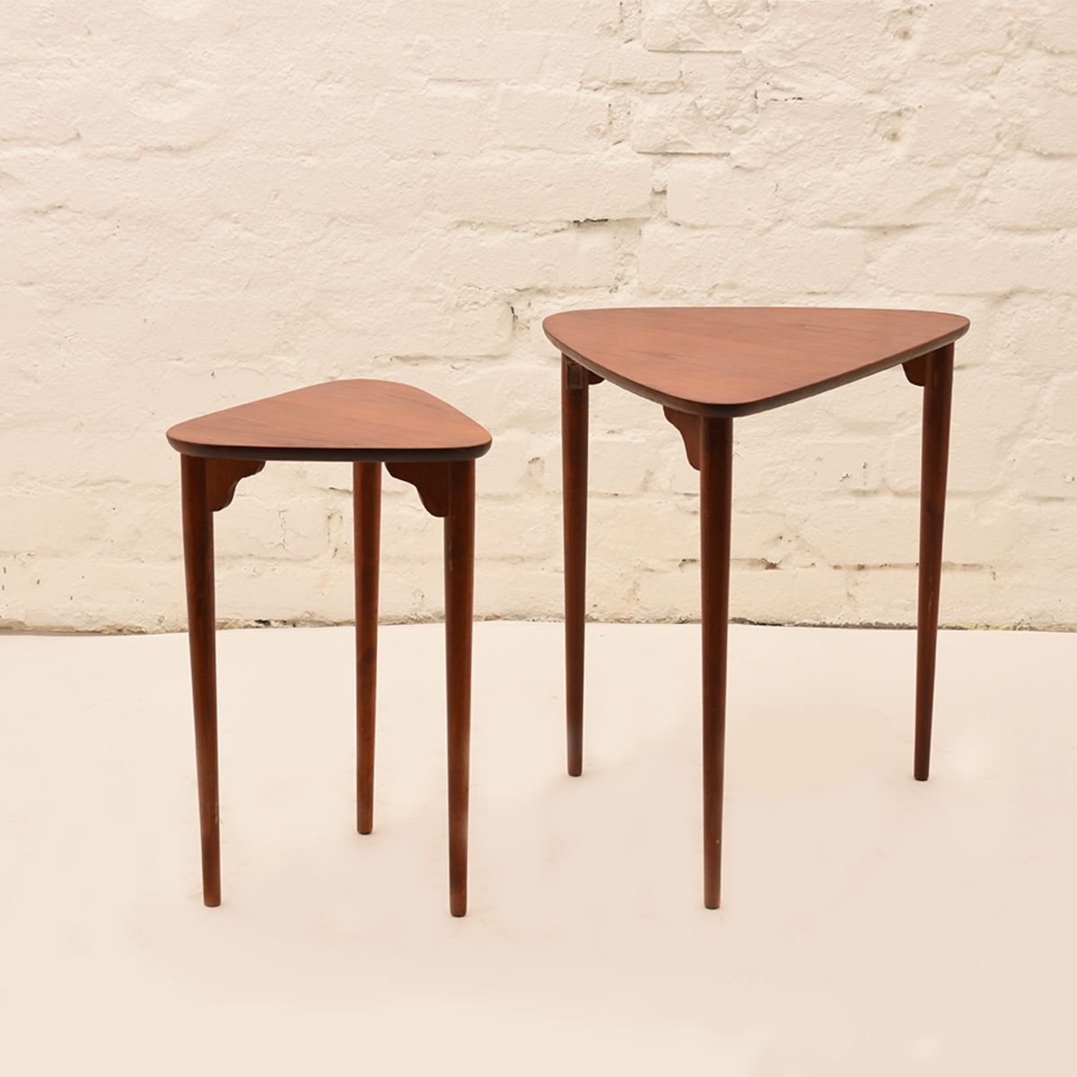 Three-Legged-Nesting-Tables-By-Pori-Ekvall-01