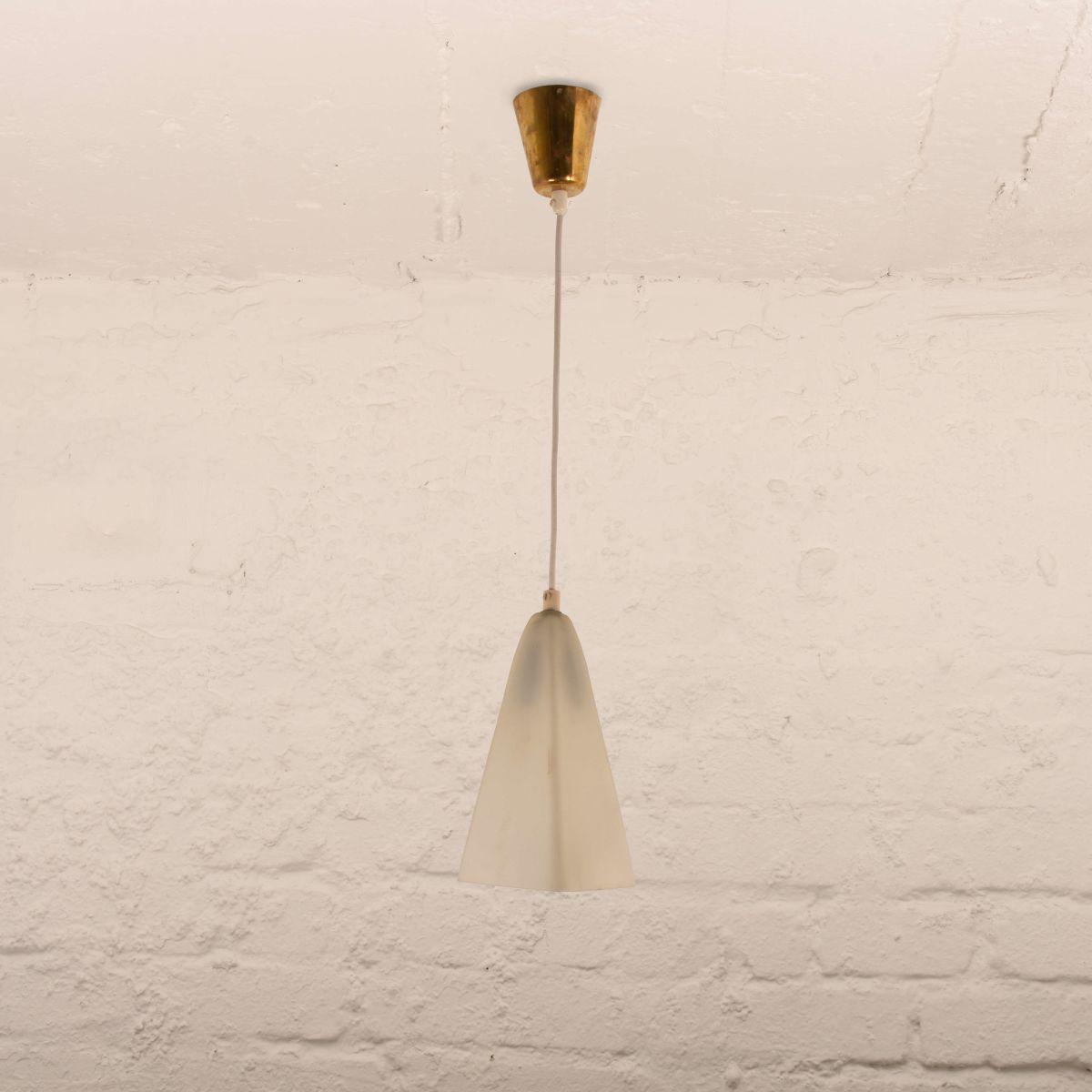 Glass-Opaline-Pendant-Lamp