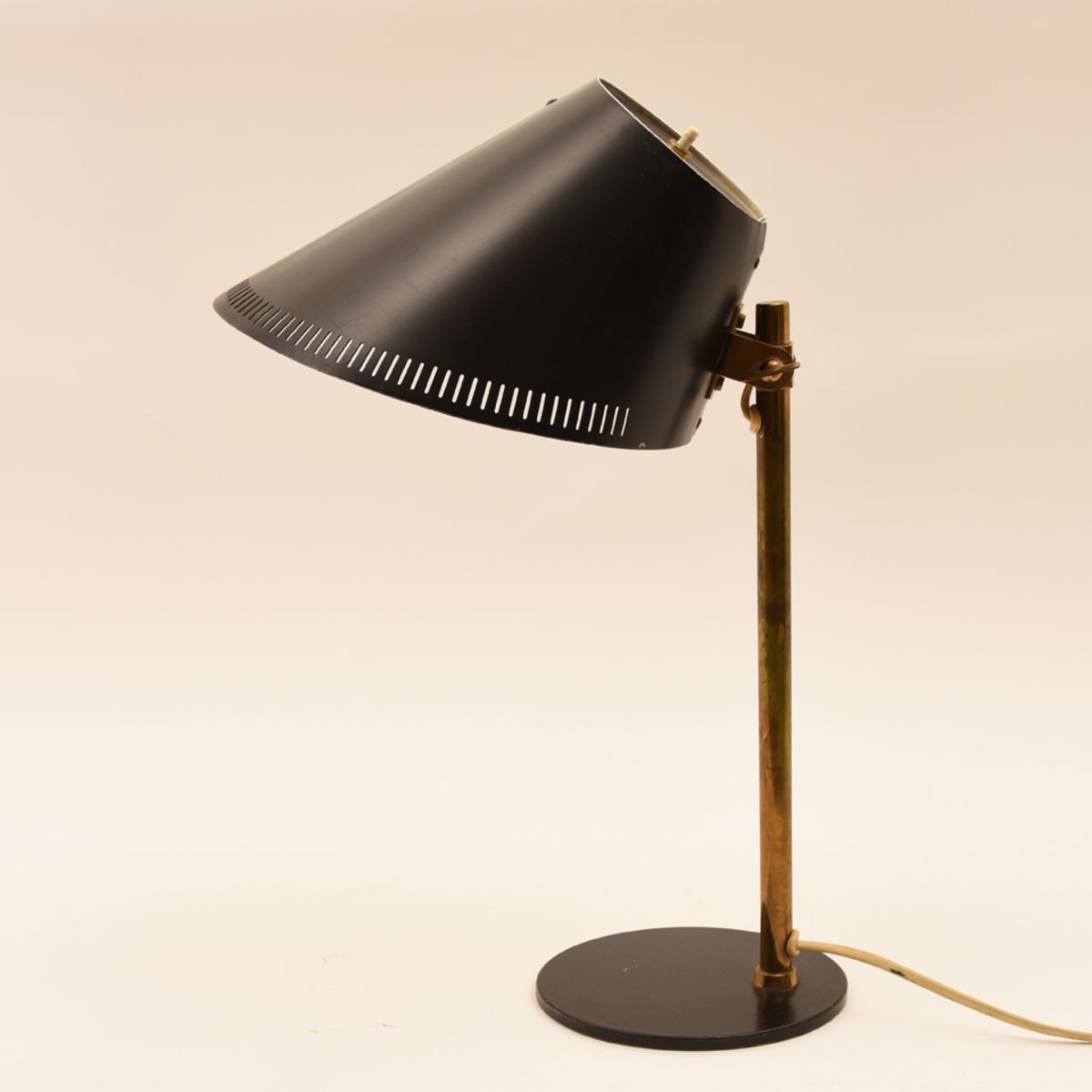 Paavo-Tynell_Black-Table-Lamp