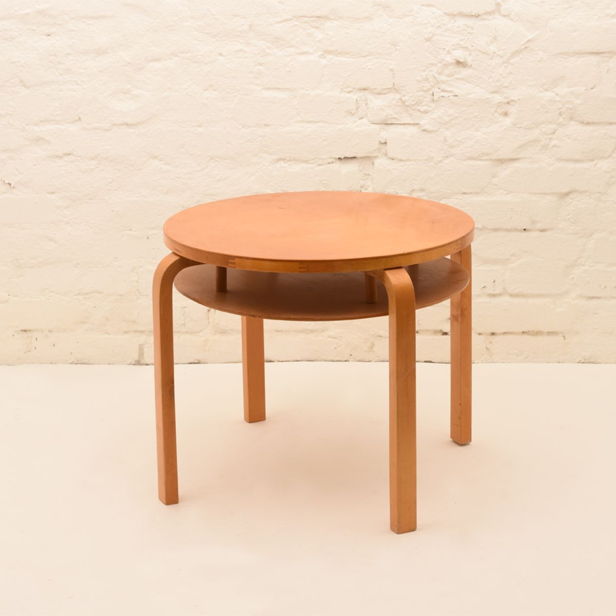 Alvar-Aalto_Club-Table-907B_Lacquared-Birch