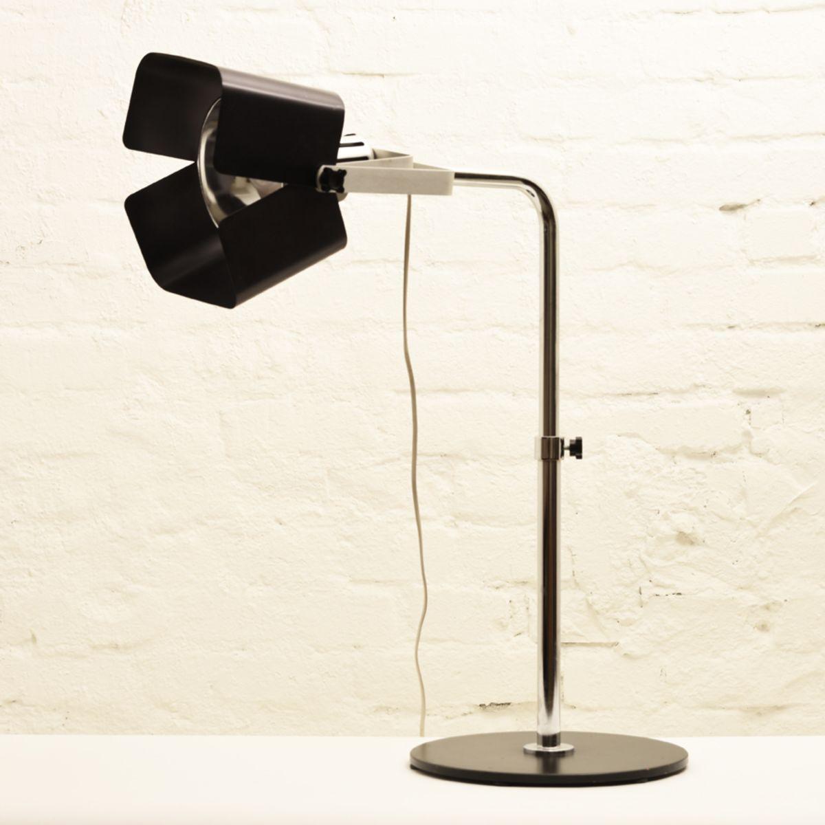 Kukkapuro-Yrjö_Table-lamp-model-100