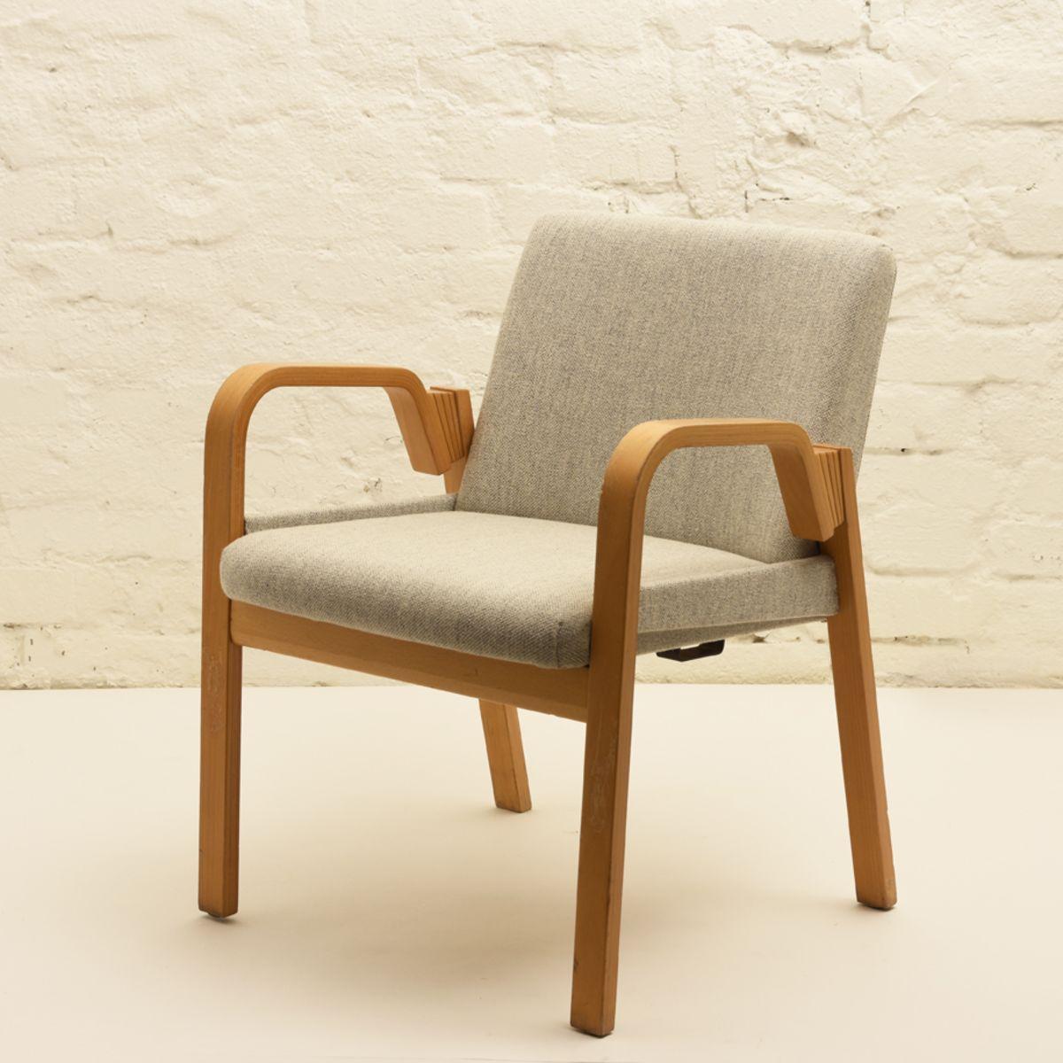 Aalto-Alvar_Finladia-Hall-Chair