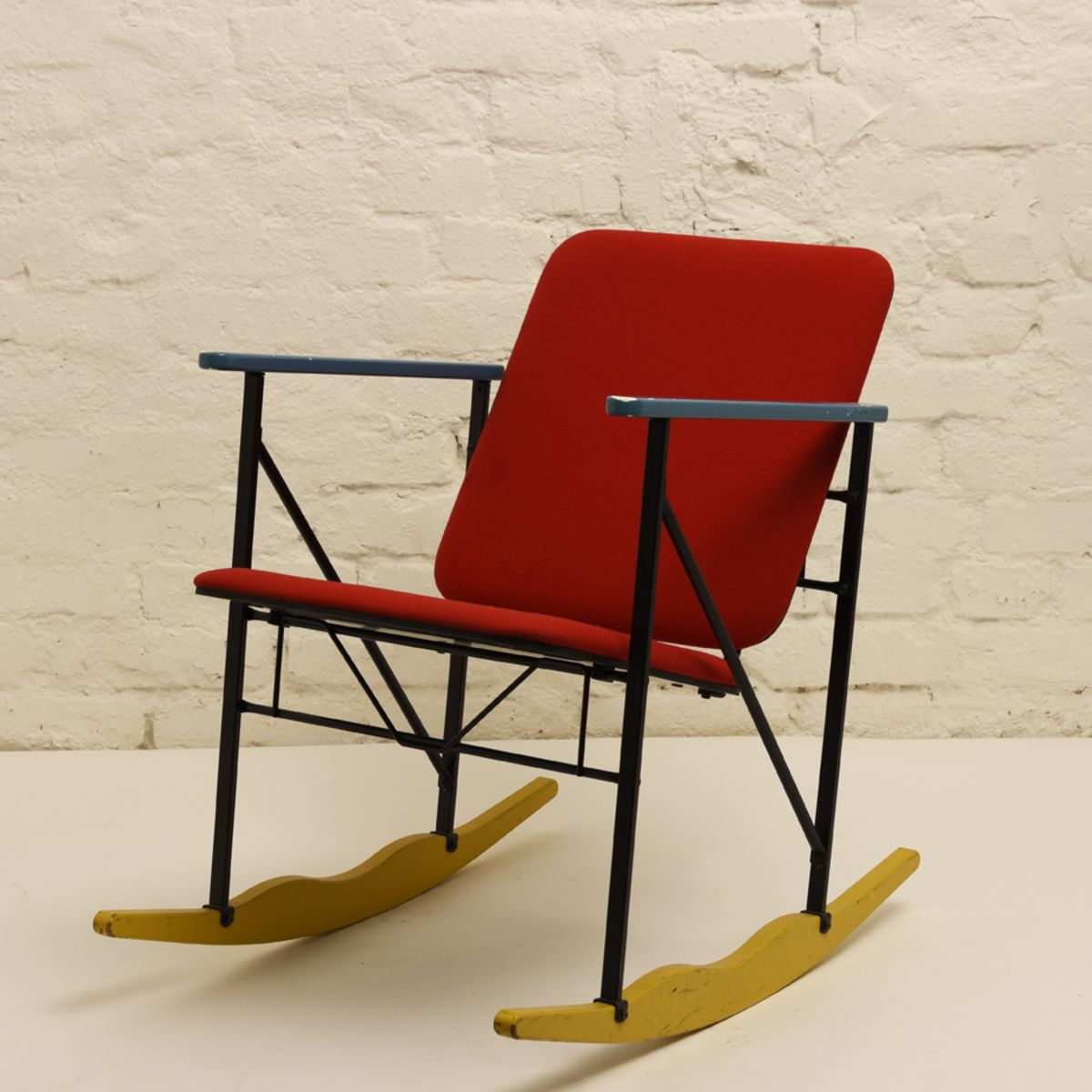 Kukkapuro-Yrjo_Experiment-Rocking-Chair-Red