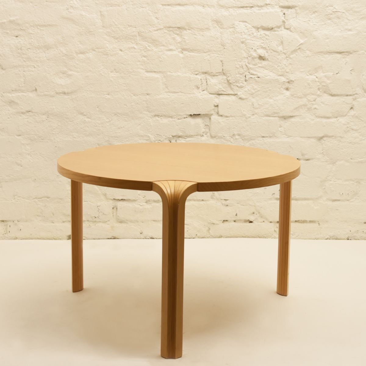 Aalto-Alvar_X-legged-low-round-table