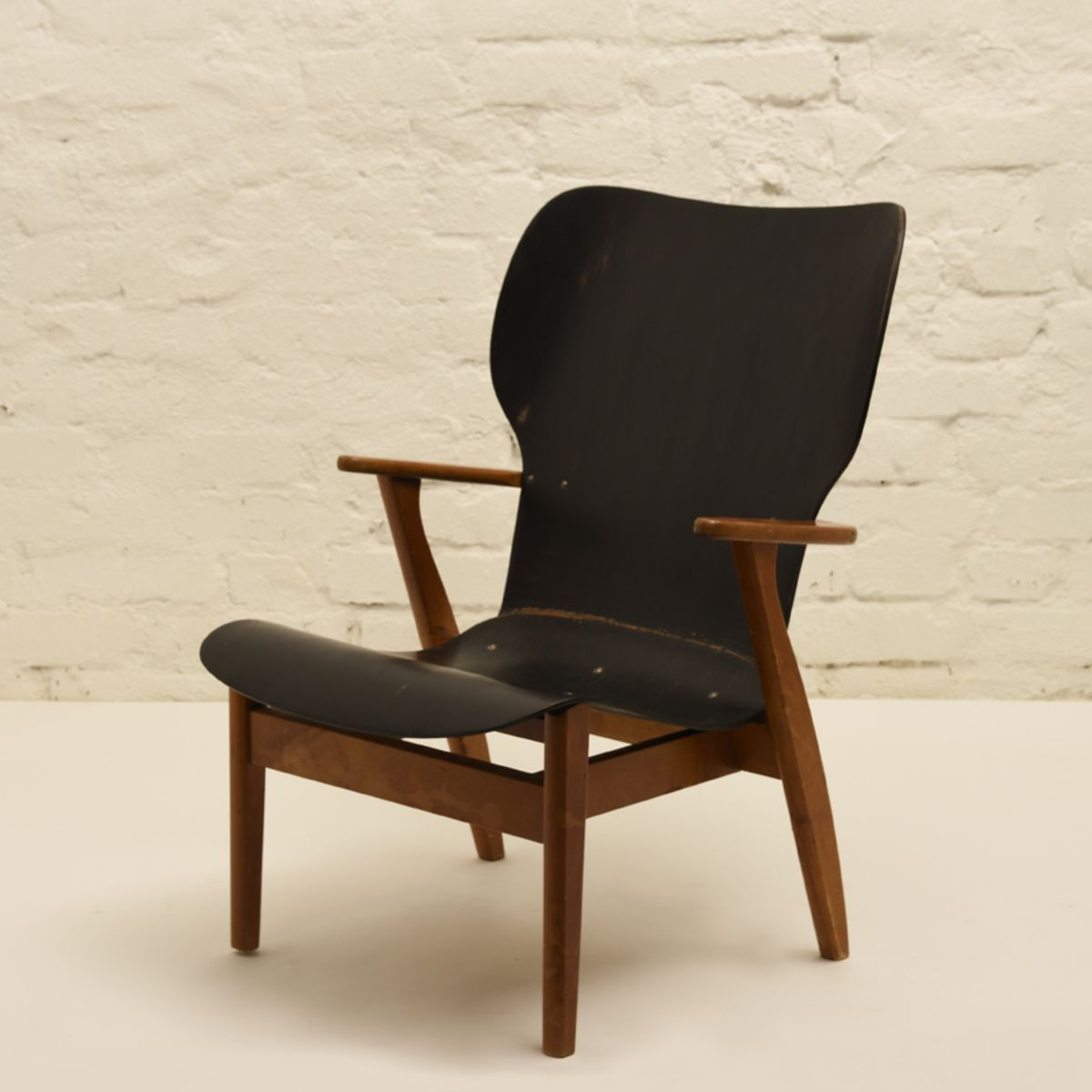 Tapiovaara-Ilmari_Domus-Lounge-Chair-Black