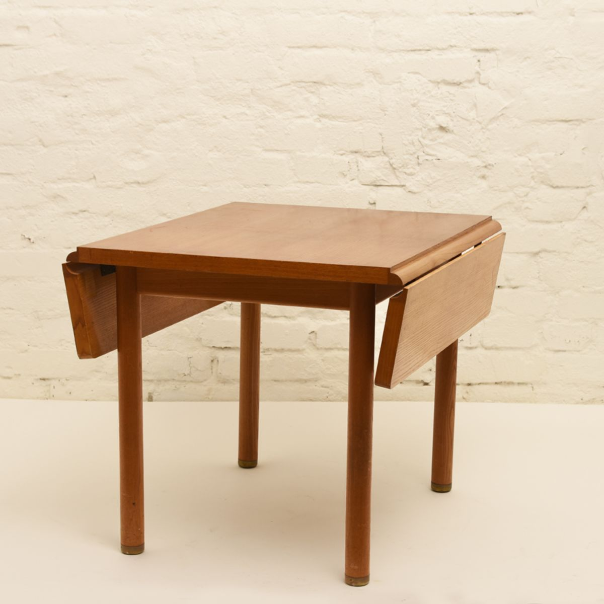 Anonymous_Extendable-Side-Table