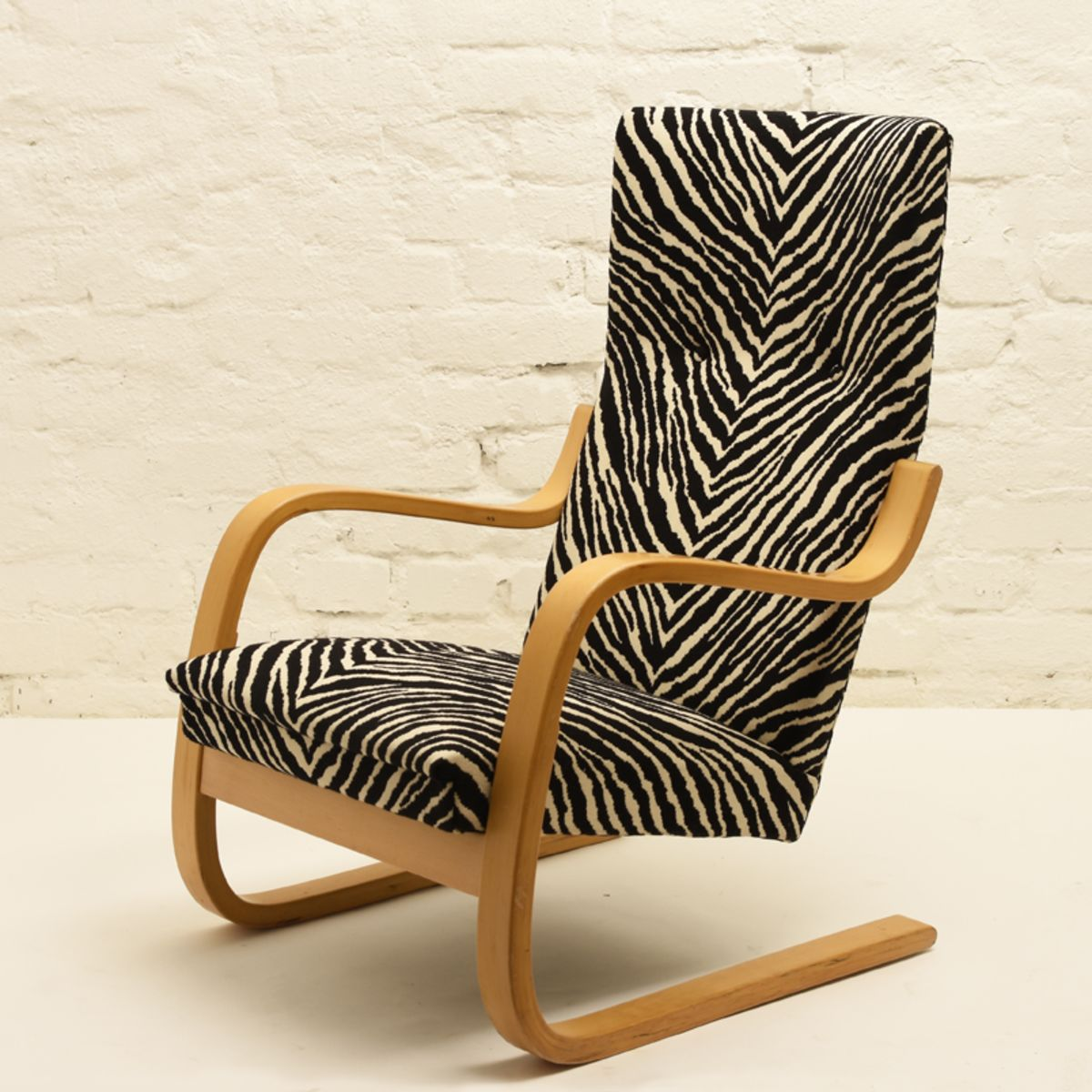 Aalto-Alvar_armchair-401-zebra