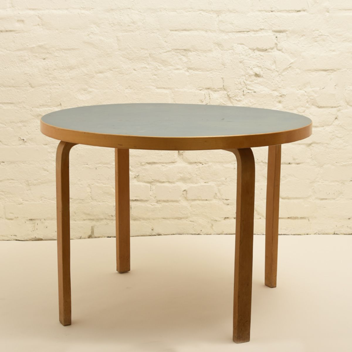 Aalto-Alvar_Blue-Linoleum-round-table