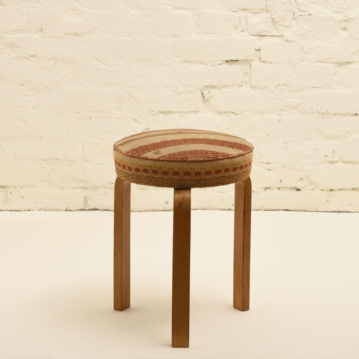 Aalto-Alvar_old-upholstered-stool-60-high_detail1