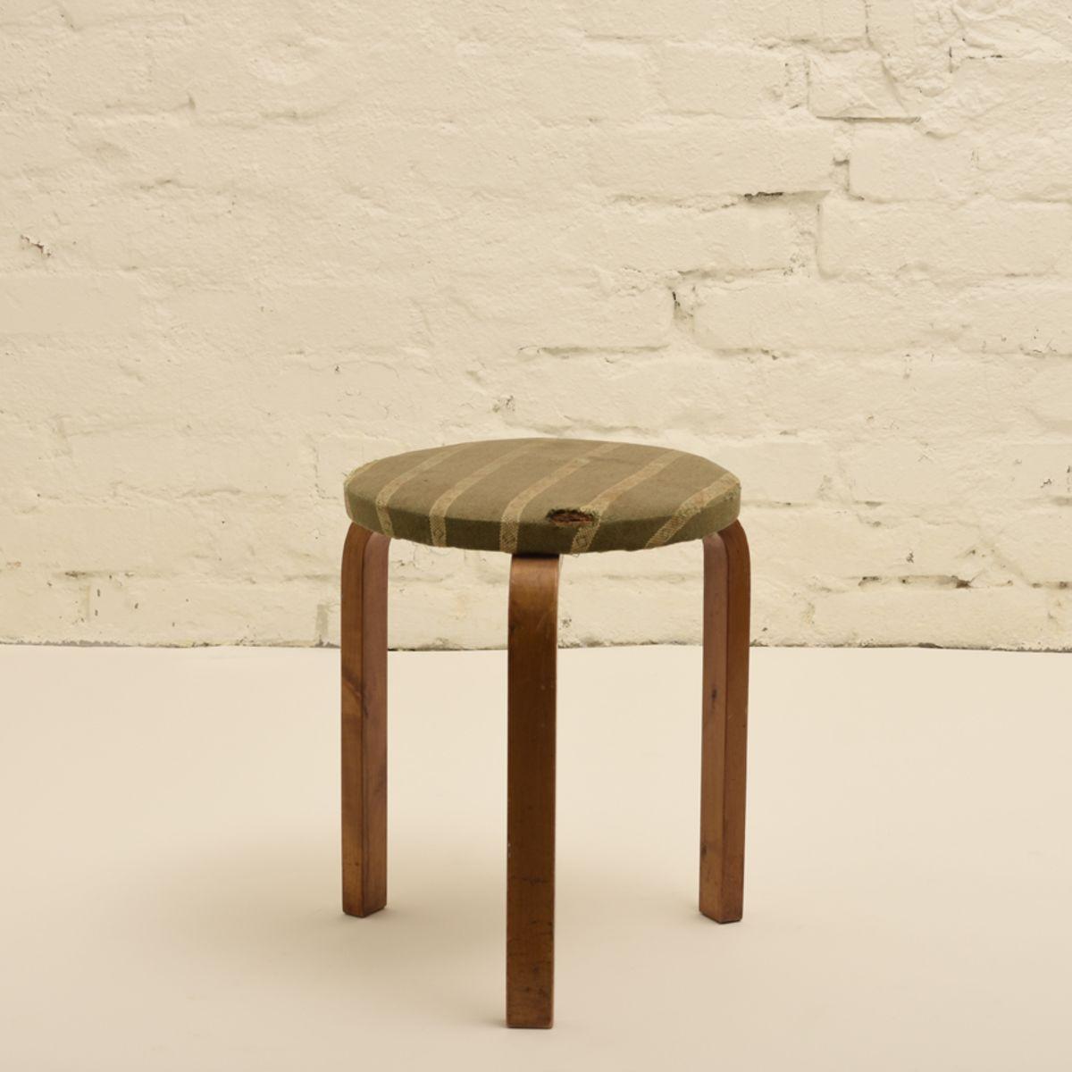 Aalto-Alvar_old-upholstered-stool-60-green-stripes