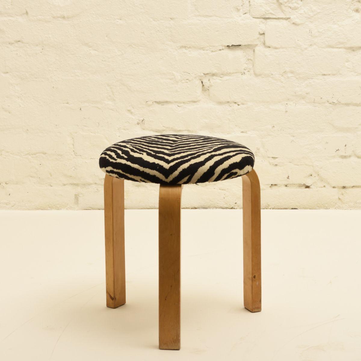 Aalto-Alvar_stool-zebra-fabric