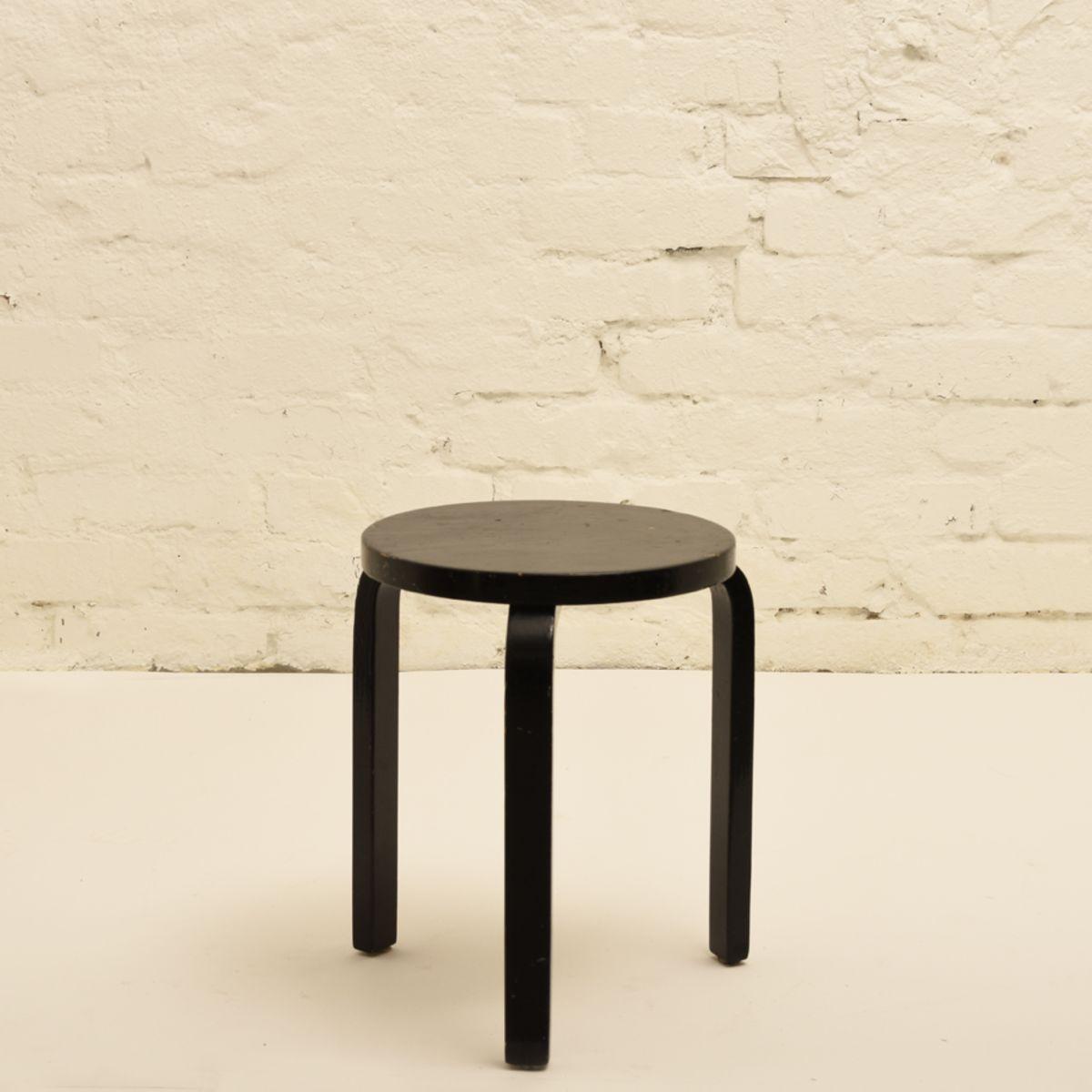 Aalto-Alvar_Stool-60-black-glossy-paint