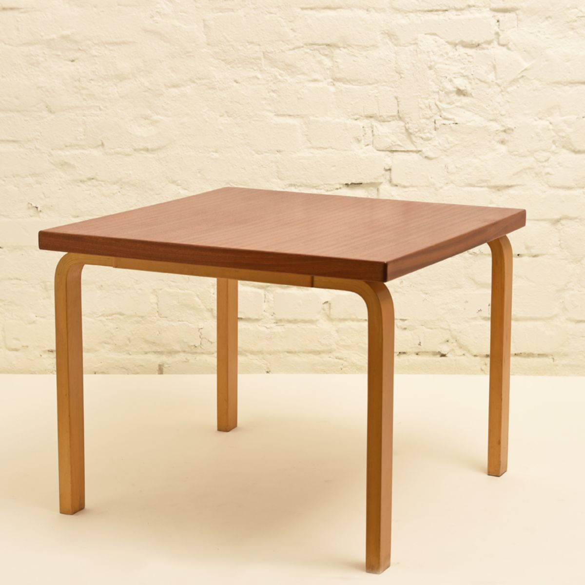 Aalto-Alvar_Side-Table-Mahogany-high