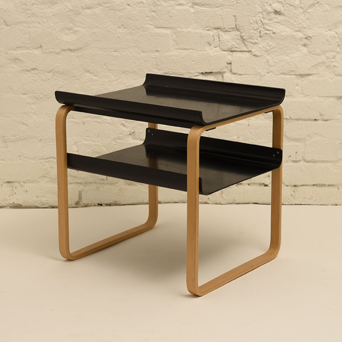 Alvar-Aalto_Side-table-915-black