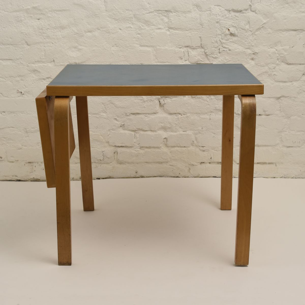 Aalto-Alvar-Drop-Leaf-Table_high-res