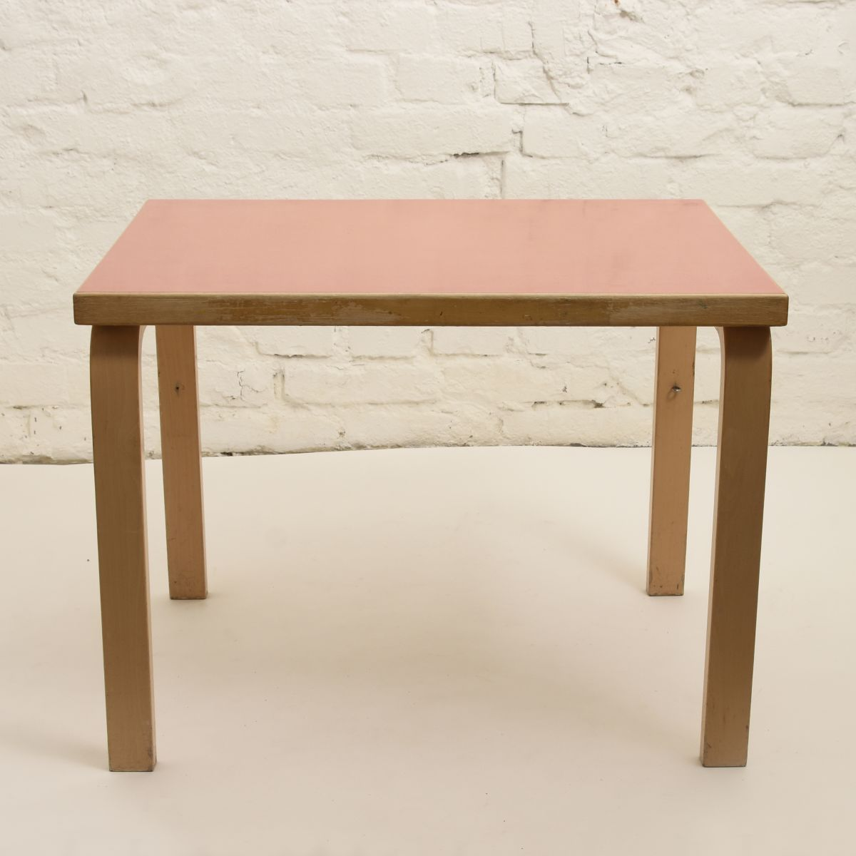 Aalto-Alvar-Table-N80B-pink_high_res
