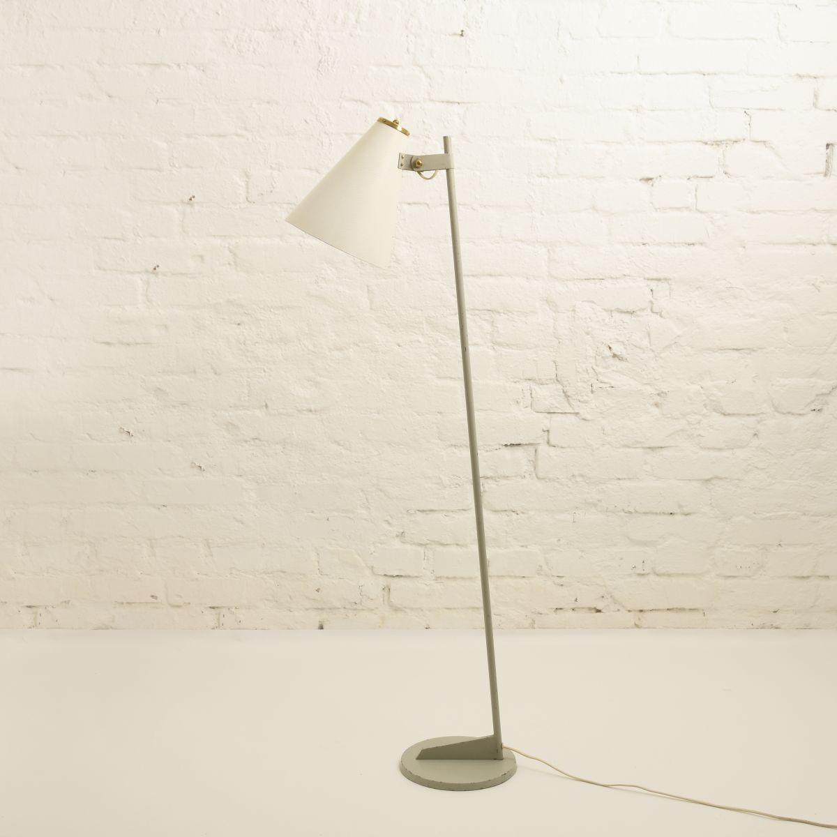 Pape-Johannson-Floor-Lamp-Orno