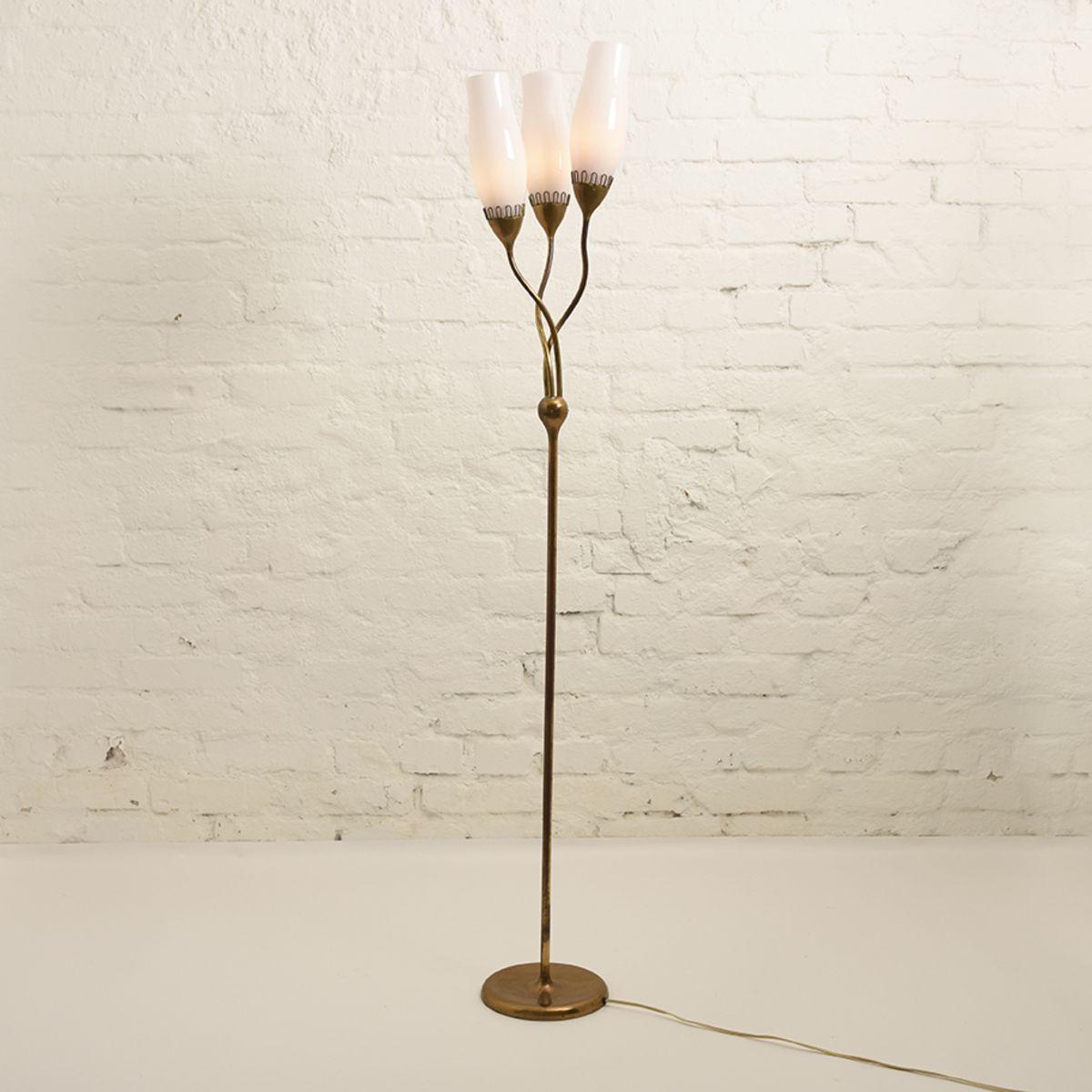 Almari-Mauri-Floor-Lamp-pink-opaline