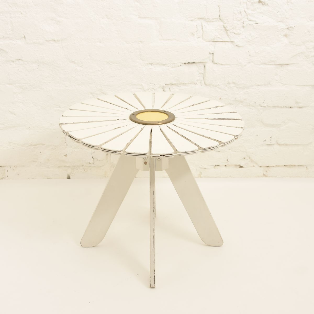 Aalto-Alvar-Sunflower-Garden-Table-white
