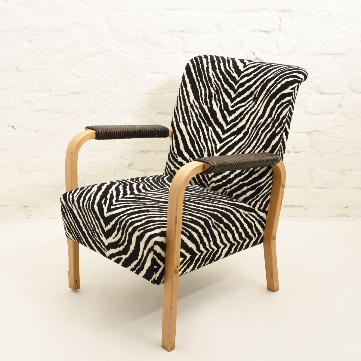 Aalto-Alvar-Armchair-47-Zebra
