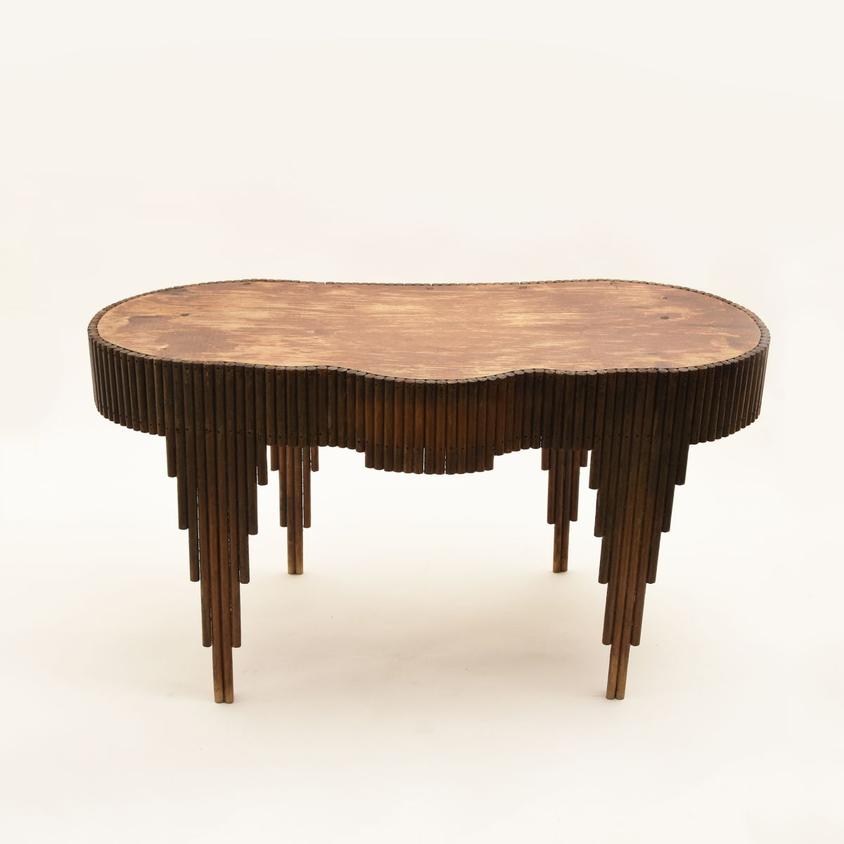 Anonymous-Amoeba-Shaped-Table