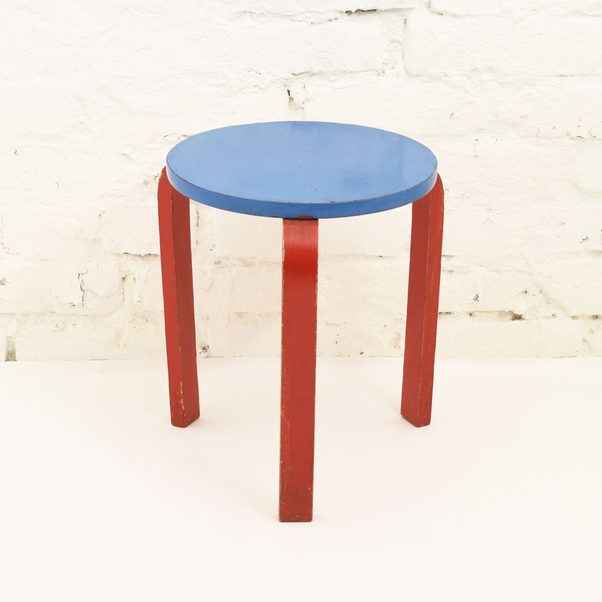 Aalto-Alvar-Stool60-Painted-Red-Blue
