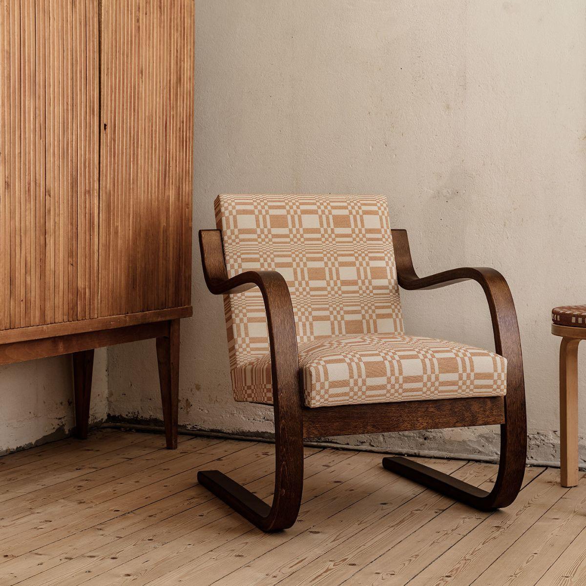 Johanna-Gullichsen-Doris-corall-upholstery-1_web