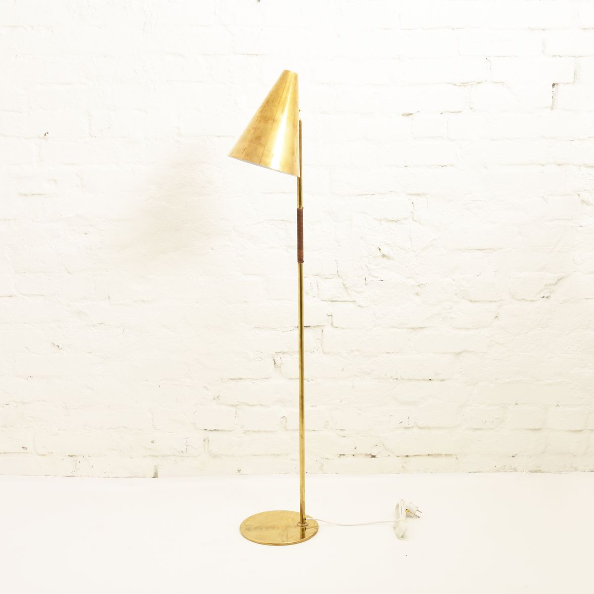 Tynell-Paavo-Floor-Lamp-Brass-Lether
