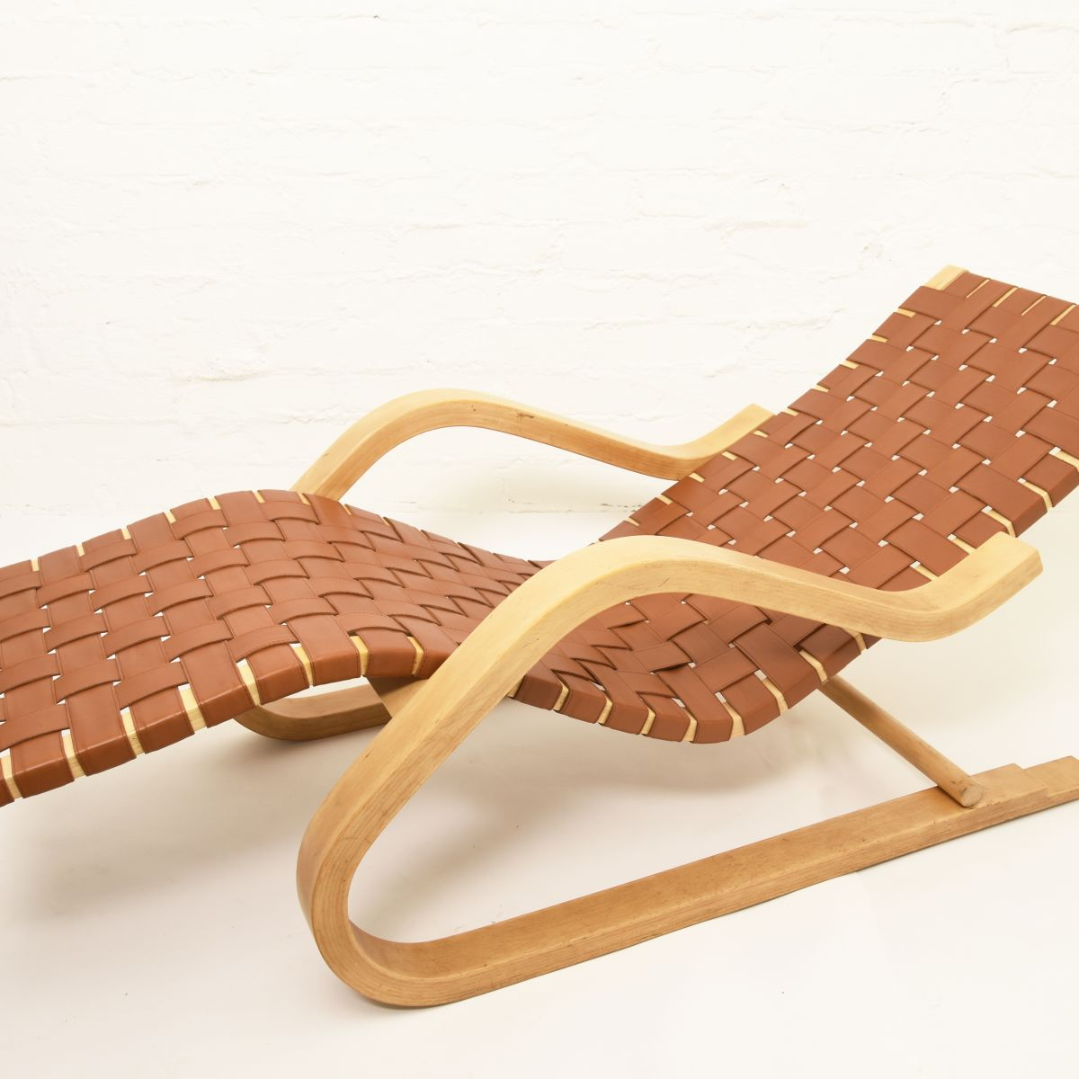 Aalto-Alvar-Lounge-Chair-43-Leather-belt
