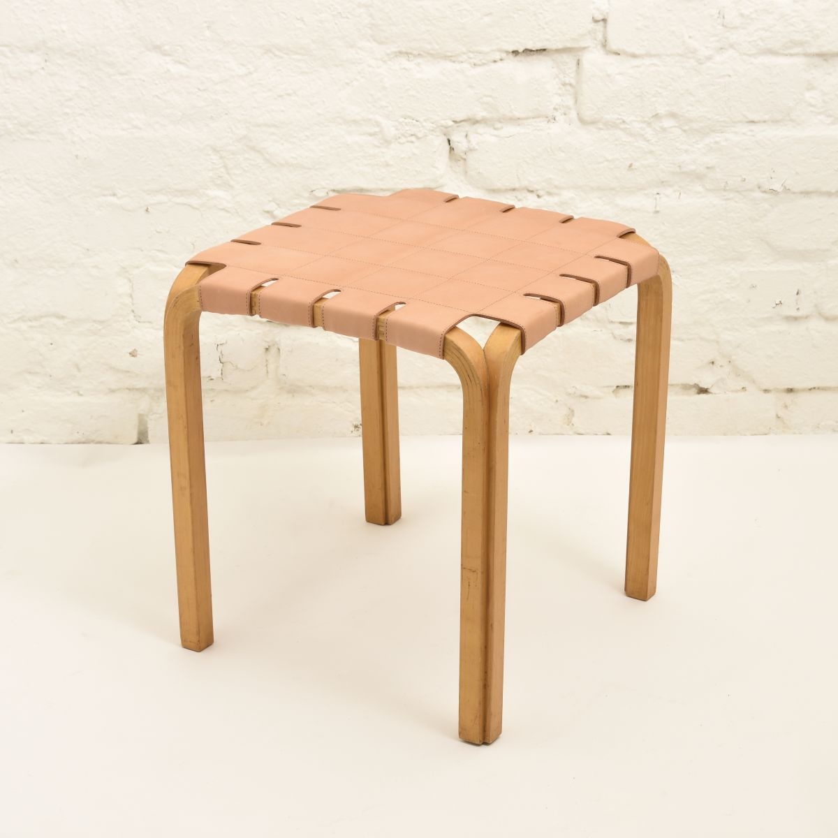 Aalto-Alvar-Stool-Y61-Natural-Leather