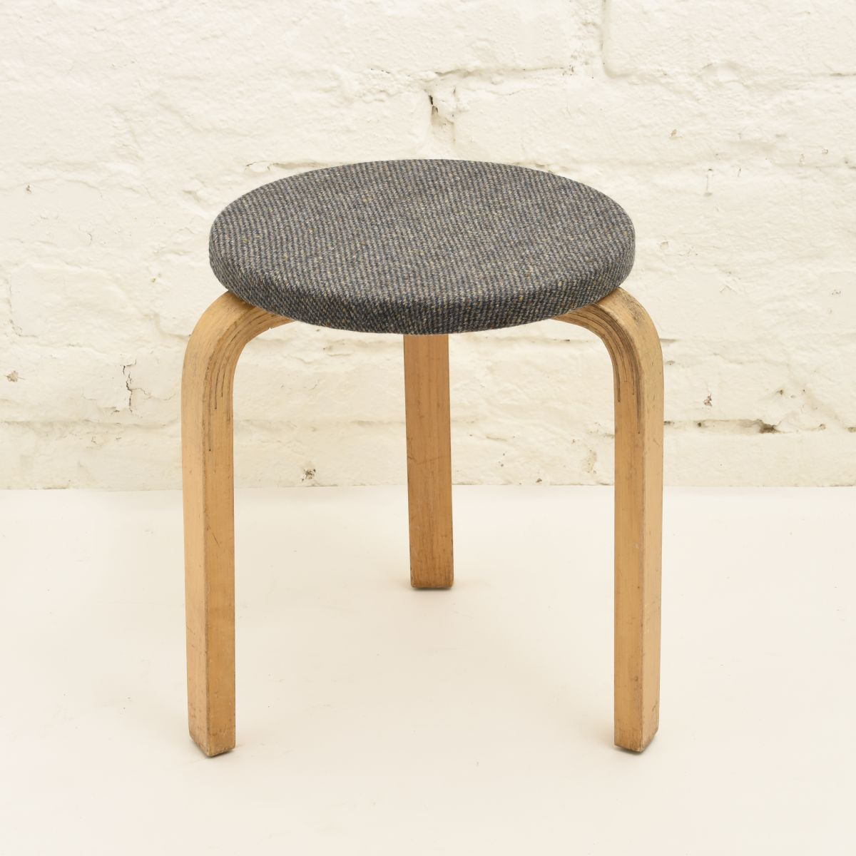 Aalto-Alvar-Stool60-Gray-Wool-seat