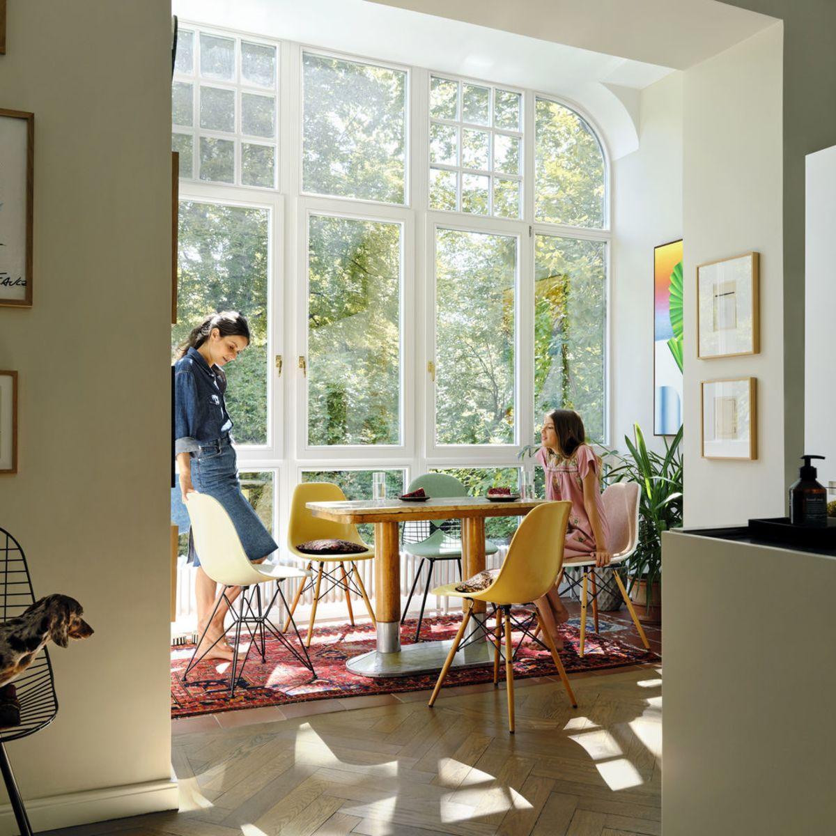 3896126_Eames-Wire-Chair-DKX-Eames-Fiberglass-Chair-DSX-Eames-Fiberglass-Chair-DSR-Eames-Plastic-Chair-DSW_v_fullbleed_1440x