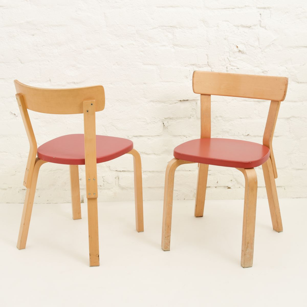 Aalto-Alvar-Chair-66-Red-Vinyl-Seat