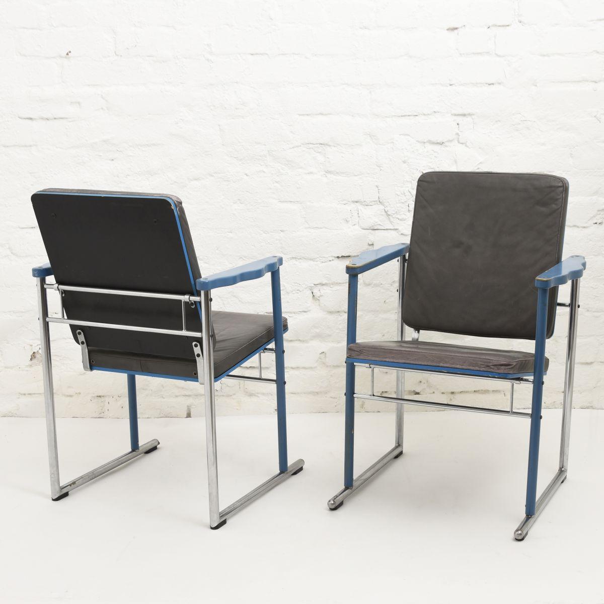 Kukkapuro-Yrjö-Armchair-Blue-Leather
