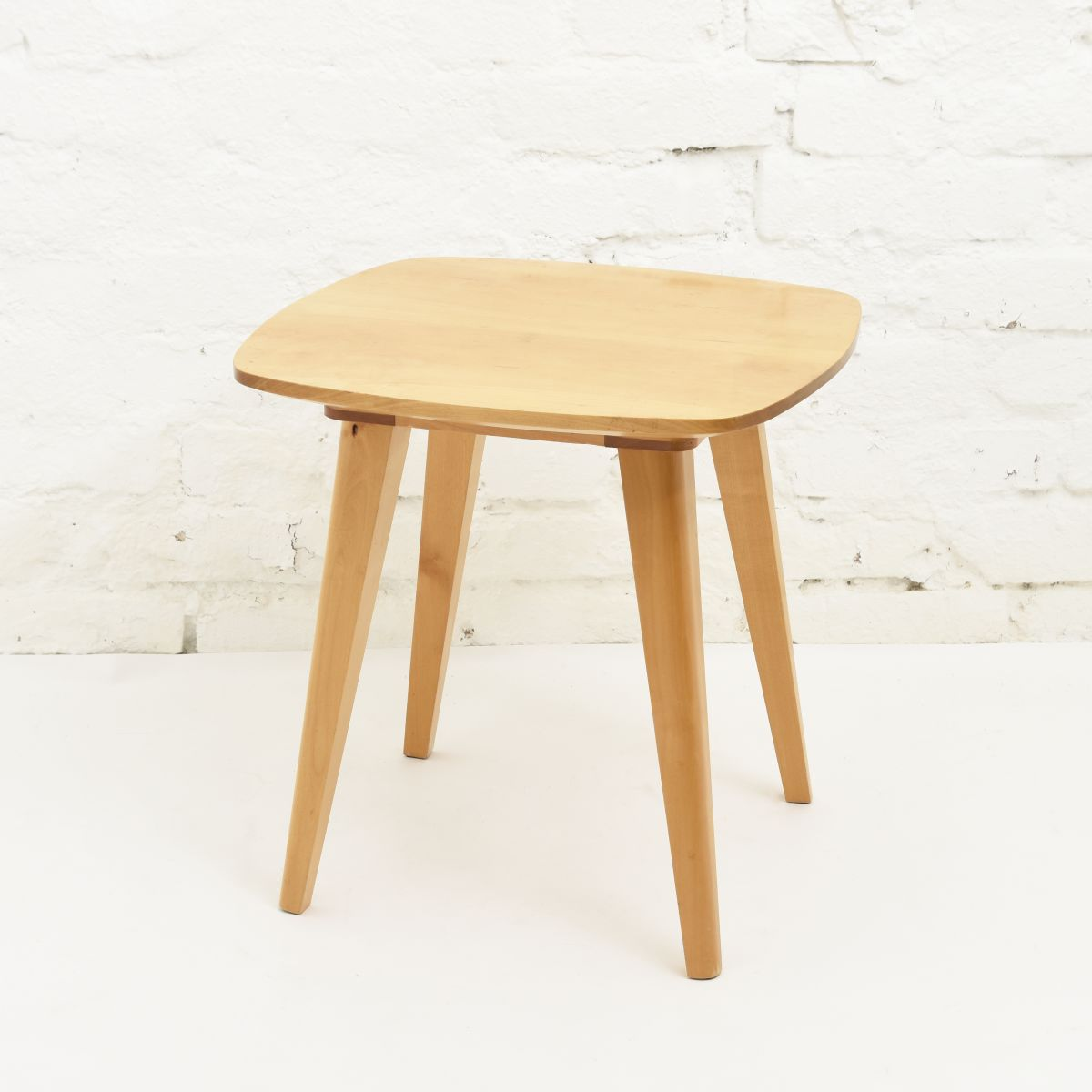 Tapiovaara-Ilmari-Side-Table-ellipse