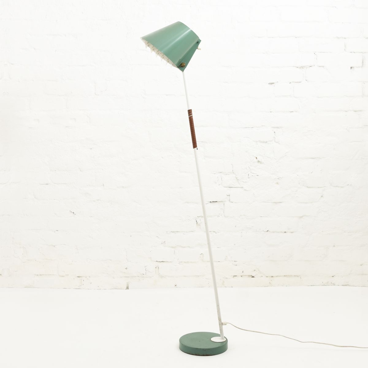 Anonymous-Floor-Lamp-Green-Idman