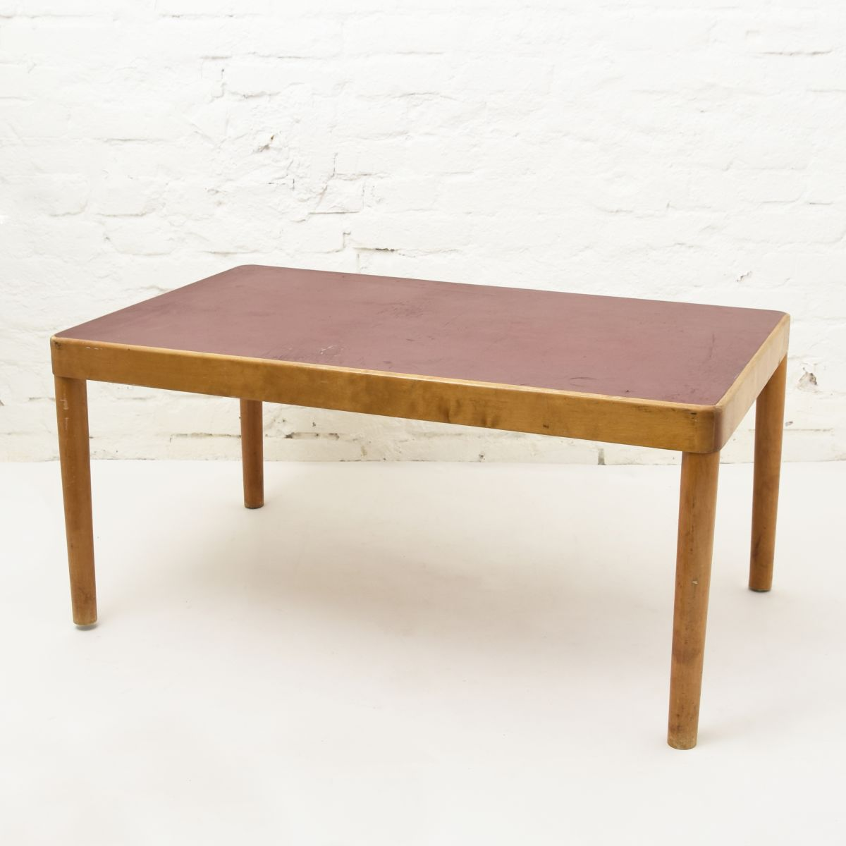 Tapiovaara-Ilmari-Sofa-Table-Red-Lino