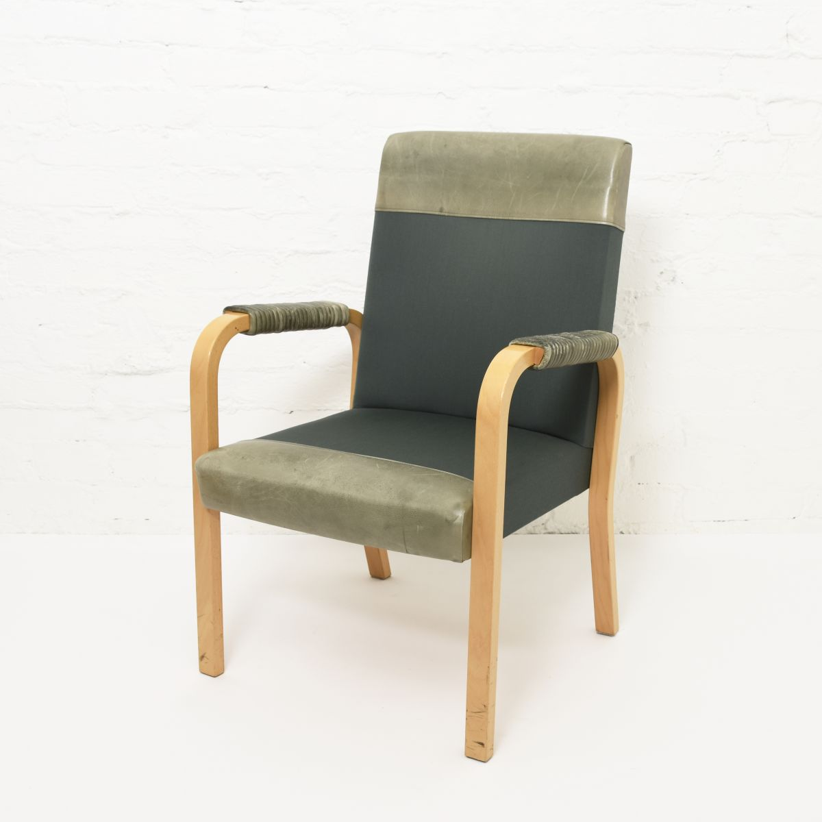 Aalto-Alvar-Armchair-Green-Leather-Fabric