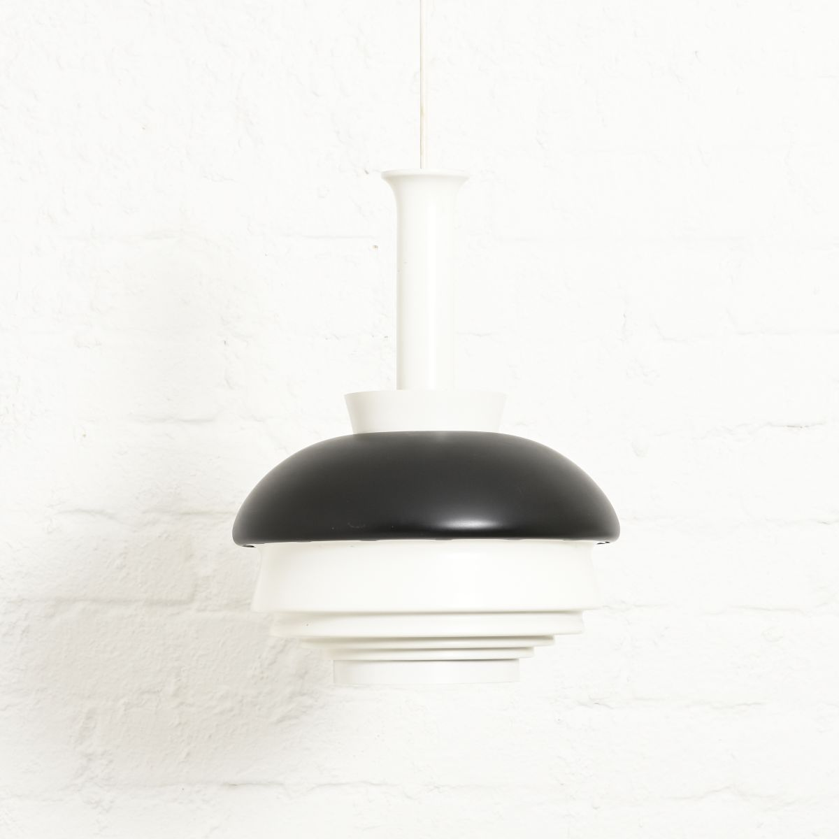 Aalto-Alvar-A335B-Pendant-Light-Black-White