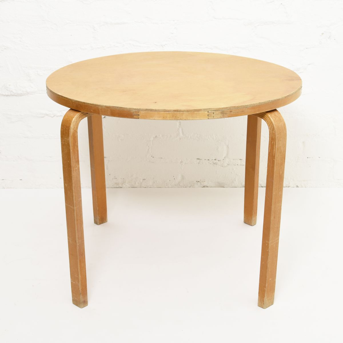 Aalto-Alvar-Club-Table-Birch_d72.5