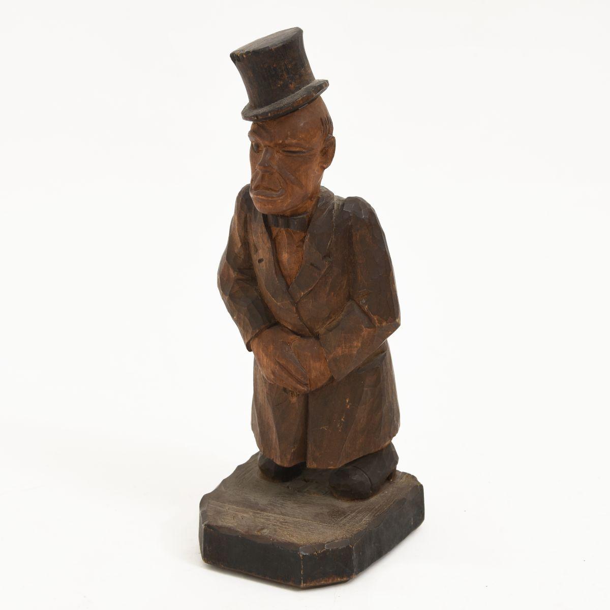 Talvi-U-Woodedn-Sculpture-Gentle-Men