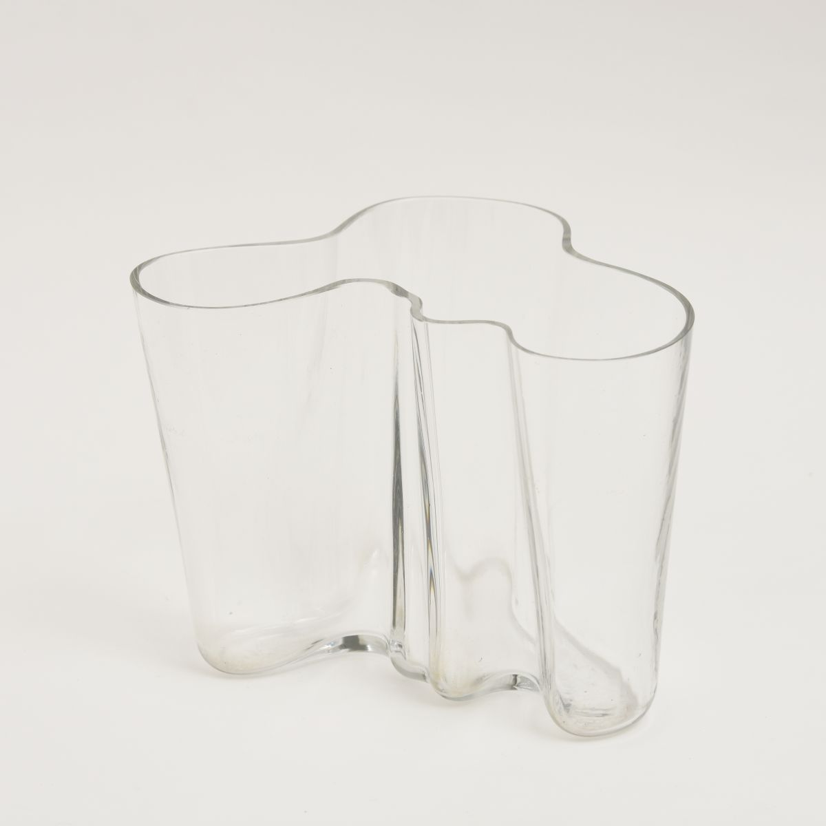 Aalto-Alvar-Savoy-Vase-Clear-16cm