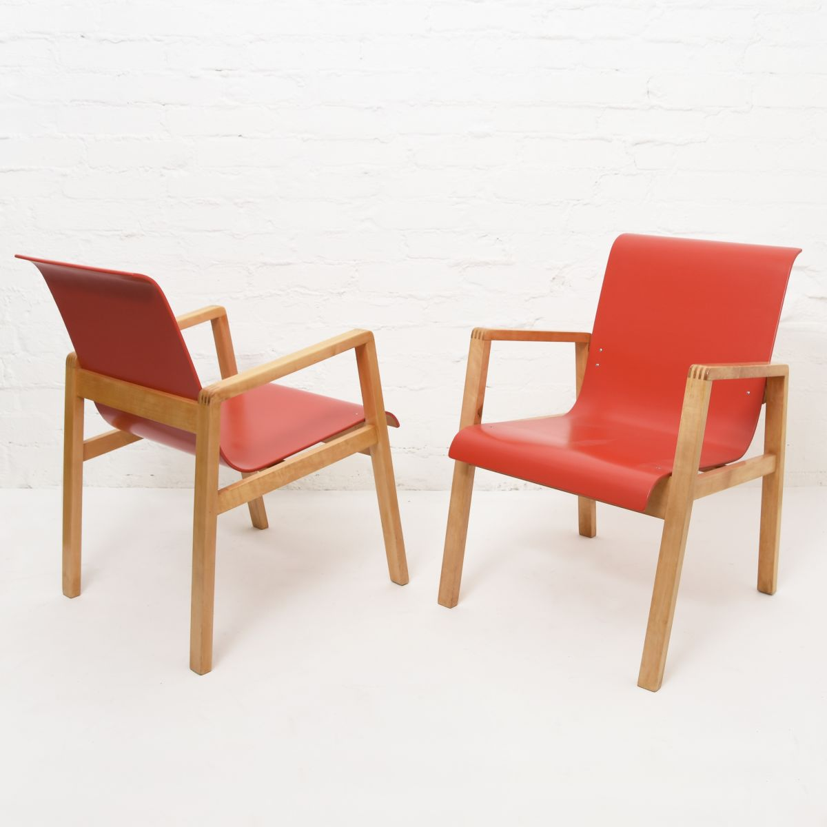 Aalto-Alvar-Hallway-Chair-Red-Birch
